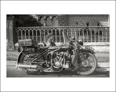 Coventry-Eagle Flying 8 motorcycle and sidecar in England Vintage Cafe Racer, Vintage Bikes, Bobber Chopper, Vintage Motorcycles, Historical Photos, Motorbikes, Vintage Photos, Antique Cars, Coventry