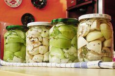 savanyúság Pickles, Cucumber, Food, Essen, Meals, Pickle, Yemek, Zucchini, Eten