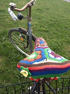 FREE PATTERN:  African Flower bike seat cover by Landlust Design Team