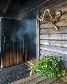 A traditional Finnish smoke sauna Sauna Design, Finnish Sauna, Steam Room, Scandinavian Home, Sustainable Living, My Dream Home, Finland, Woodland, Door Handles