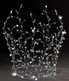This elvish crown reminds me of winter wheat glistening with ice or rain in the sun.