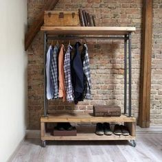 Ankleidezimmer Moderne Garderobe von Paletten How To Choose Awnings For Your Home Or Business Before Clothing Rack Bedroom, Furniture, Clothes Rail, Industrial Style, Pallet Wardrobe, Bedroom Storage, Stylish Storage Solutions, Rack Design, Bedroom Vintage