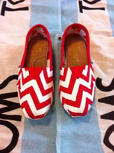 Custom Hand Painted Chevron Toms by BekasBargains on Etsy, $100.00 Toms Canvas Shoes, Cheap Toms Shoes, Toms Shoes Outlet, Custom Painted Shoes, Hand Painted Shoes, Painted Toms, Cute Shoes, Me Too Shoes, Bob Shoes