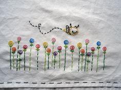 embroider #desbookmomgiveaway                         Quando mais nova(confesso que até hoje pra falar a verdade),adorava desenhar florinhas,borboletinhas e abelhinhas.