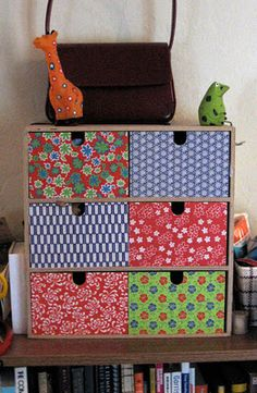 Moppe remake Lula Louise: Tutorial - How to Cover Wooden Drawers Decoupage Drawers, Cardboard Drawers, Diy Cardboard Furniture, Ikea Drawers, Wooden Drawers, My Furniture, Wooden Boxes, Painted Furniture, Small Drawers