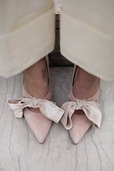 The cutest velvet pink bows // Fashion details on Atlantic-Pacific
