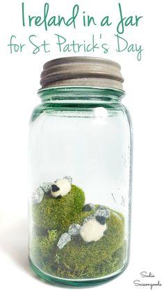 Green Mason Jars, Gold Mason Jars, Vintage Mason Jars, Mason Jar Crafts, Diy Jars, Bottle Crafts, St Patrick's Day Crafts, Holiday Crafts, Spring Crafts