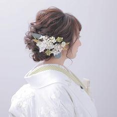 Wedding Kimono, Japanese Hairstyle, Headdress, Dried Flowers, Wedding Hairstyles, Ruffle Blouse, Bridal, Instagram, Dresses