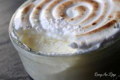 Ces petites crèmes sont bien délicieuses. Une crème dessert au citron meringuée très facile et acidulé à souhait. Avec ou sans œufs, cette crème dessert vous