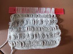 Mit dem Lineal häkeln - ja das geht tatsächlich.  Bei meiner Suche nach einem effektvollen Muster für einen Schal ist mir diese Häkeltechnik...