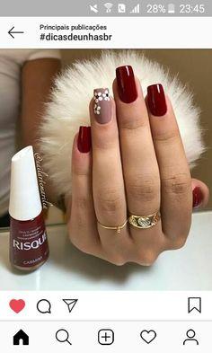nails - Não fique fora da moda, veja essa dica e ligada nas tendência de lindas unhas! Burgundy Nails, Red Nails, Glitter Nails, Hair And Nails, Burgundy Nail Designs, Perfect Nails, Gorgeous Nails, Cute Acrylic Nails, Cute Nails