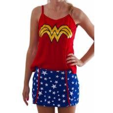 Pijama com estampa da famosa fantasia da heroína Mulher Maravilha, para que seu sono com este pijama feminino seja super!
