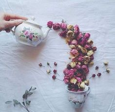 These Delightful Flower Arrangements Will Make You Crave a Cup of Tea - I Can Has Cheezburger? Flower Tea, Rose Tea, Tea Art, My Cup Of Tea, High Tea, Tea Time, Flower Arrangements, Beautiful Flowers, Herbalism