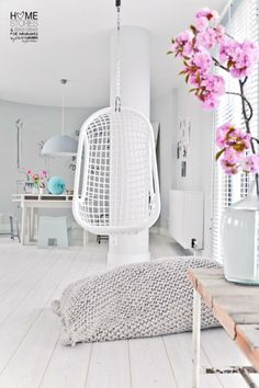 When I have my own house I will have one of these swings in a few rooms! Love them.