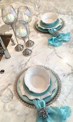 Loving how @renaenaa layers our distinctive dinnerware!
