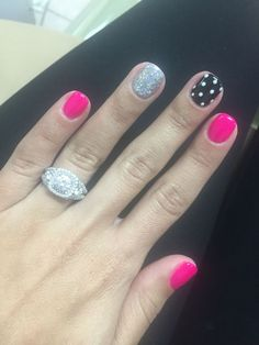 45 Trendy Nails Sencillas Redondas Many women prefer to go to the hairdresser even when they cannot have time … Get Nails, Fancy Nails, Love Nails, Trendy Nails, Hair And Nails, Polka Dot Nails, Polka Dots, Polka Dot Pedicure, Nagellack Design