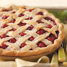 Fresh Cherry Pie Recipe- Recipes This ruby-red treat is just sweet enough, with a hint of almond flavor and a good level of cinnamon. The cherries peeking out of the lattice crust makes it so pretty, too. Fresh Cherry Pie Recipe, Cherry Recipes, Cherry Sauce, Pavlova, Pie Dessert, Dessert Recipes, Dessert Healthy, Just Desserts, The Best