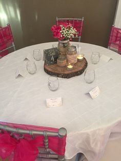 Rustic centerpiece ideas with wine glasses as favors #allinclusive #includedcenterpiece #includedlinens