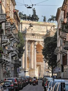 Arco della Pace/Porta Sempione Milano Italy - Architecture and Urban Living - Modern and Historical Buildings - City Planning - Travel Photography Destinations - Amazing Beautiful Places Beautiful Homes, Beautiful Places, Travel Tours, City Photography, Best Cities, Palermo, Verona, High Quality Images, Big Ben