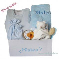 Detalles de bebé personalizados. Regala una canastilla al recién nacido. Newborn Baby Gifts, Personalized Baby, Fraternal Twins, Gift Shops, Layette, Personalized Gifts, Baskets