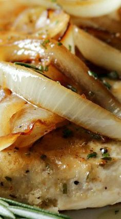 Rosemary Chicken with Caramelized Onion Sauce - Chicken Recipes Onion Recipes, Turkey Recipes, Chicken Recipes, Dinner Recipes, Chicken Tenderloin Recipes Healthy, Turkey Tenderloin Recipes, Dinner Ideas, Oats Recipes, Shrimp Recipes