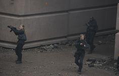 The cast on the set of Mockingjay Brace Yourself, Mocking Jay, Hunger Games Mockingjay, Braces, It Cast, Concert, Pictures, Photos, Mockingjay