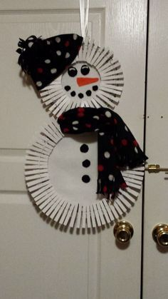 clothespin wreath snowman