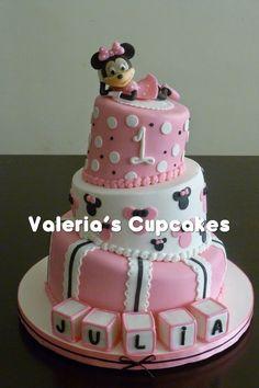 Valeria´s Cupcakes: Minnie en el Primer Añito de Julia ♥