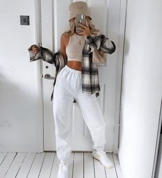Fashion uploaded by Jodie on We Heart It Basic Outfits, Retro Outfits, Trendy Outfits, Fashion Outfits, Tomboy Outfits, Sweats Outfit, Jugend Mode Outfits, Cute Comfy Outfits, Mein Style