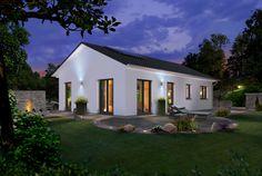 #Bungalow 100 bei #Nacht - #Elegance Mehr Informationen zum #Bungalow100 von Town & Country Haus unter: http://www.hausausstellung.de/bungalow-100-elegance.html