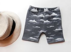 ISLANDS baby and kid shorts, Hand printed on grey organic cotton. 1 color silkscreen. 0-6m / 6-12m / 12-18m / 2T / 3T / 4T