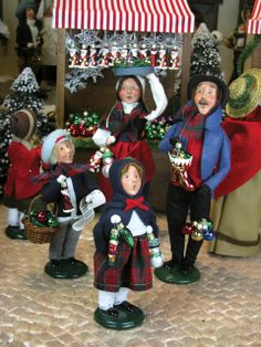 Byers' Choice Carolers - Family Buying Christmas Ornaments