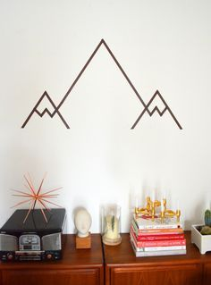 Geometrisches Gebirge | DIY * Washi Tape Mountain Wall Art | geometric masking tape