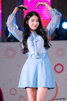 Kpop Girl Groups, Kpop Girls, Asian Woman, Asian Girl, Seoul, Gfriend Sowon, Aesthetic People, G Friend, Pop Group