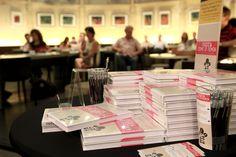 Stapels boeken tijdens de lezing bij Selexyz Dominicanen Maastricht op 16 augustus 2012