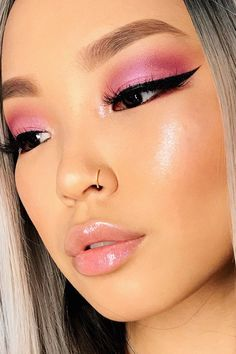 Gorgeous Makeup: Tips and Tricks With Eye Makeup and Eyeshadow – Makeup Design Ideas Pink Lipstick Makeup, Black Eye Makeup, Eyeshadow Makeup, Makeup Brushes, Makeup Remover, Pink Eyeshadow, Eyeshadows, Cosmetic Brushes, Clinique Makeup