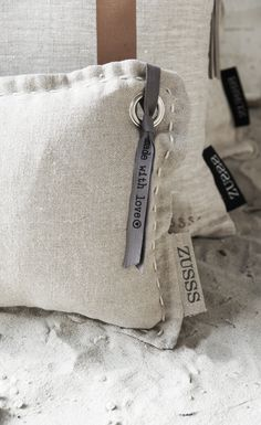 Bring on the linen sheets! Textiles, Diy Accessoires, Diy Inspiration, Brown Pillows, Grain Sack, Soft Furnishings, Home Textile, Decorative Pillows, Home Accessories