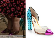 Carrie Bradshaw (AnnaSophia Robb) wears these metallic colorblock shoes with polka dot detail in this week's episode of The Carrie Diaries.