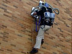 Geek tech: vacuum-powered wall-climber turns you into Spider-Man