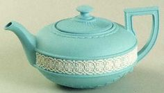 Aqua tea pot with white pattern in the middle. Lovely color.
