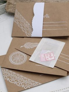 Briefumschläge - 6 bestempelte Kraftpapier-Umschläge m. Briefmarken - ein Designerstück von Nettis-STAMPelArt bei DaWanda
