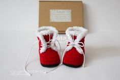 Crochet unisex baby booties, baby fur shoes, 0-3, 3-6 months, Santa boots, red, Christmas, gift idea, baby shower, announcement, new parents by EditaMHANDMADE on Etsy https://www.etsy.com/uk/listing/549669541/crochet-unisex-baby-booties-baby-fur