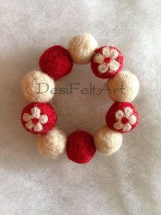 Needle felted jewelry - bracelet Felt Ball Wreath, Ornament Wreath, Felt Flowers, Fabric Flowers, Crafts For Kids, Arts And Crafts, Felt Necklace, Felt Embroidery, Felt Christmas