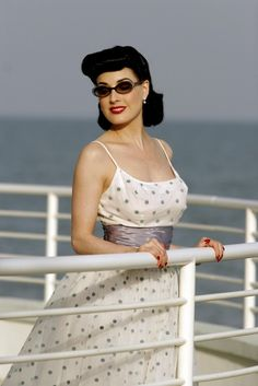 Dita von Teese photos, images and pictures celebrities, 1 Old Hollywood Glamour, Vintage Glamour, Vintage Beauty, Girl Celebrities, Beautiful Celebrities, Burlesque, Dita Von Teese Style, Dita Von Tease, Glam Photoshoot