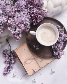Coffee lovers, morning inspiration, breakfast, coffee time From: mojemagicznechwile Flat Lay Photography, Coffee Photography, Food Photography, Coffee And Books, I Love Coffee, My Coffee, Coffee Shops, Coffee Lovers, Good Morning Coffee