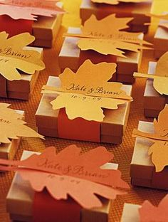 fall wedding colors, fall favor boxes, fall wedding, autumn weddings, leave favors, favor boxes with leaves