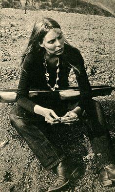 Joni Mitchell with dulcimer