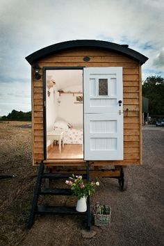 Tiny house, living in a small space, plans, interior cottage DIY, modern small house on wheels- Tiny house ideas Blackdown Shepherd Huts, Shepherds Hut, Small Houses On Wheels, House On Wheels, Taunton Somerset, Backyard Retreat, Backyard Patio, Small Places, Tiny House Living