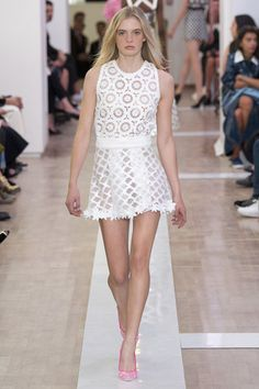 Emanuel Ungaro Spring 2016 Ready-to-Wear Collection Photos - Vogue