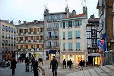 Bayona - Francia / Bayonne - France    Fotografías de Bayona, Francia.  Casas en una plaza junto a la Catedral